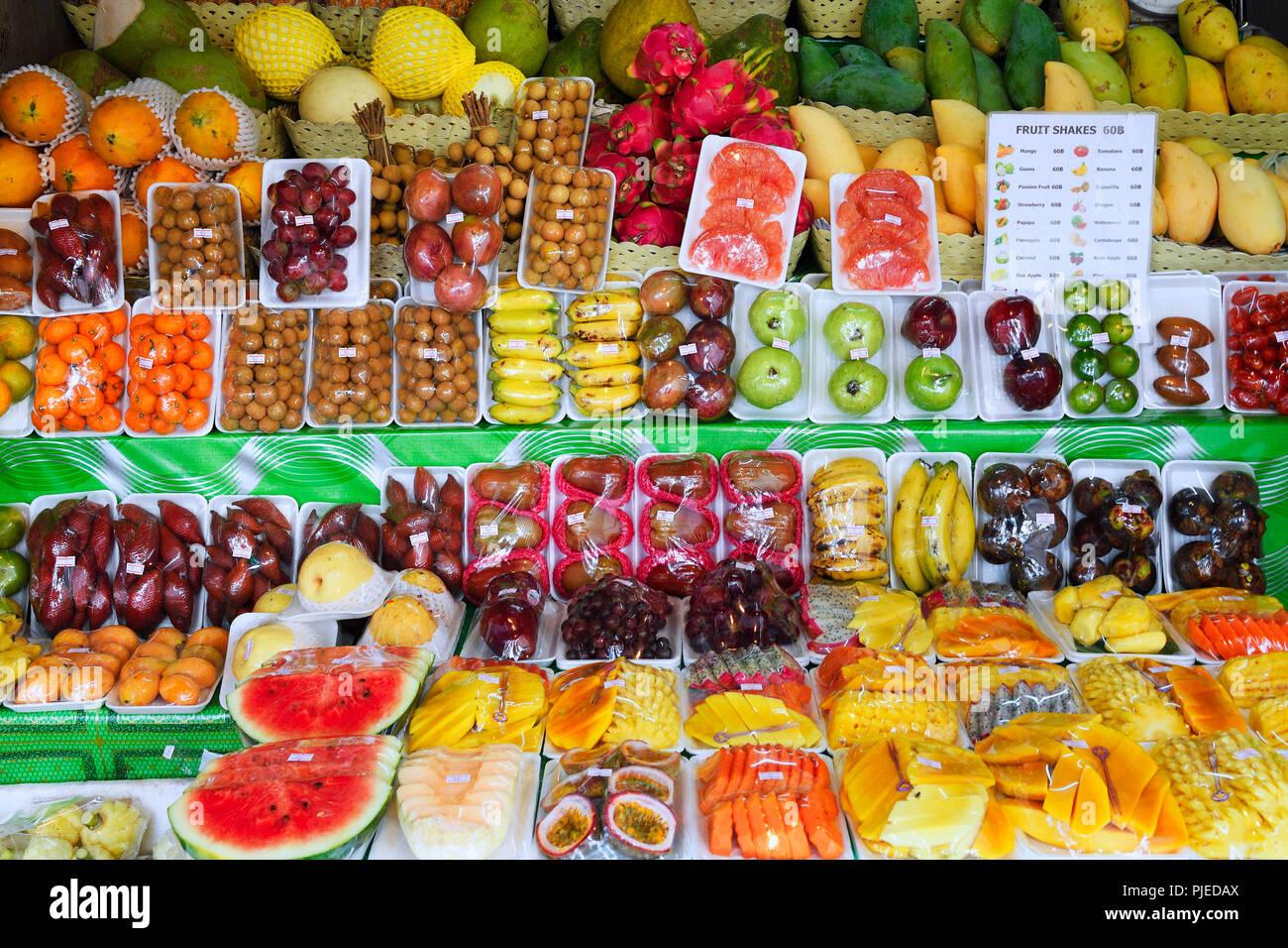 much fresh fruit in a street state, Patong Beach, Phuket, Thailand, viel frisches Obst an einem Straßenstand,  Patong Beach - Stock Image