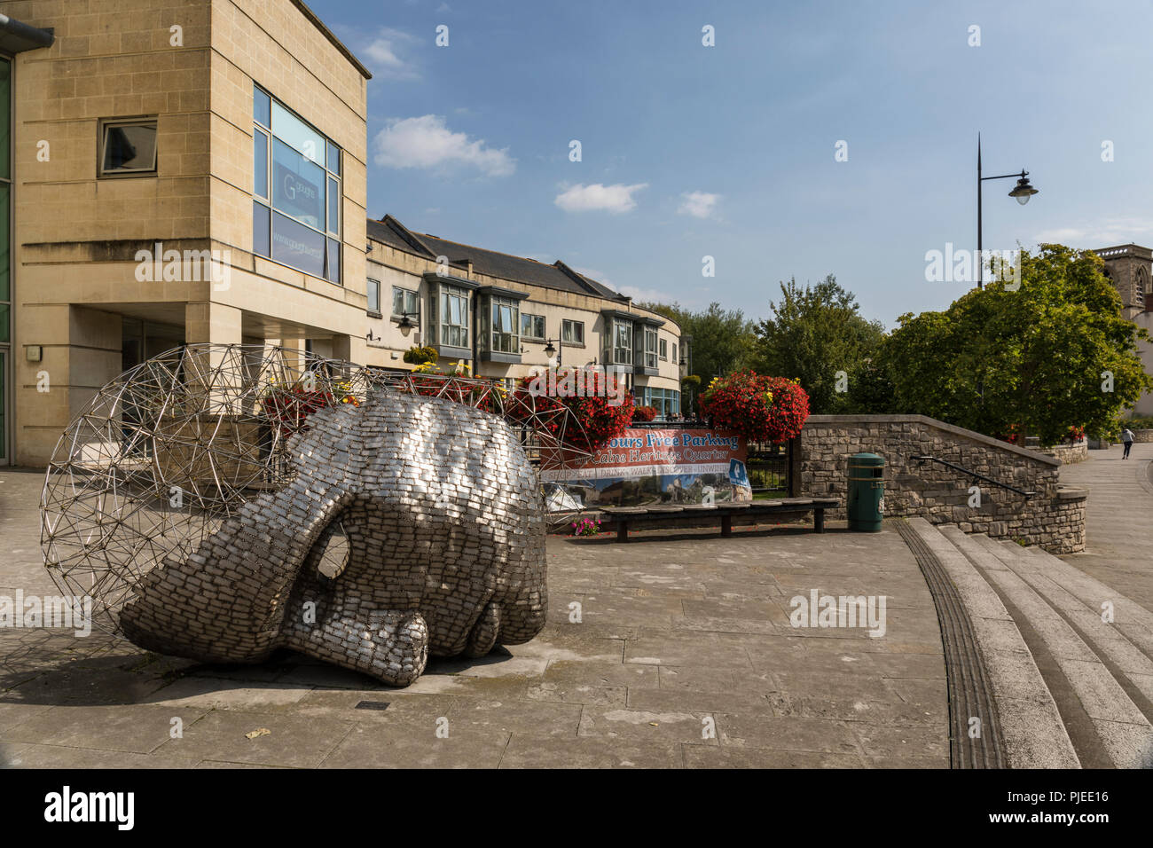 The Head sculpture created by Rick Kirby, Calne, Wiltshire, England - Stock Image