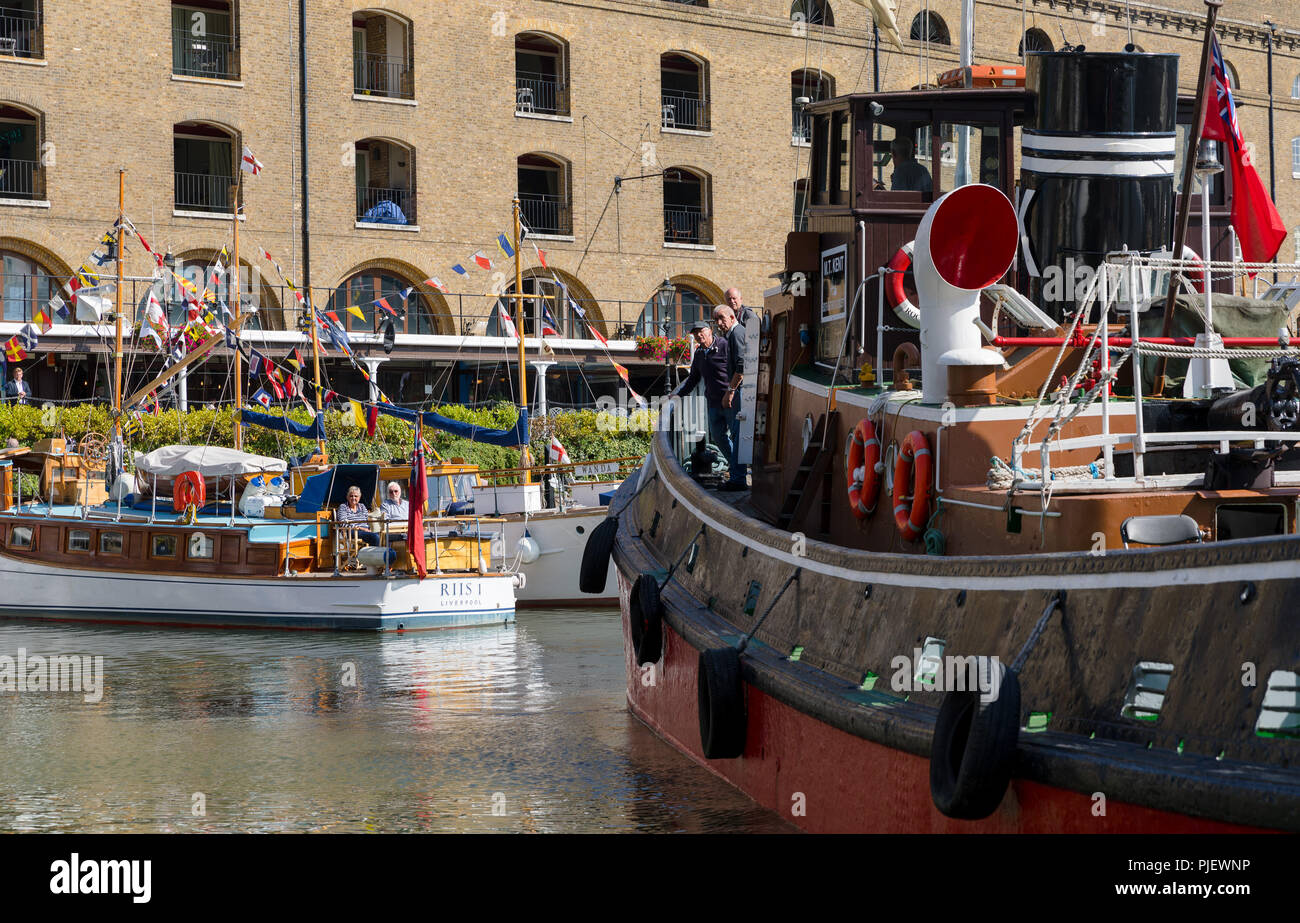 London, UK. 6th September 2018. Boats arrive for the Classic Boat Festival in association with Totally Thames, which is a celebration of over 40 beautiful vintage boats and yachts, taking place from 7th – 9th September. Credit: Vickie Flores/Alamy Live News Stock Photo