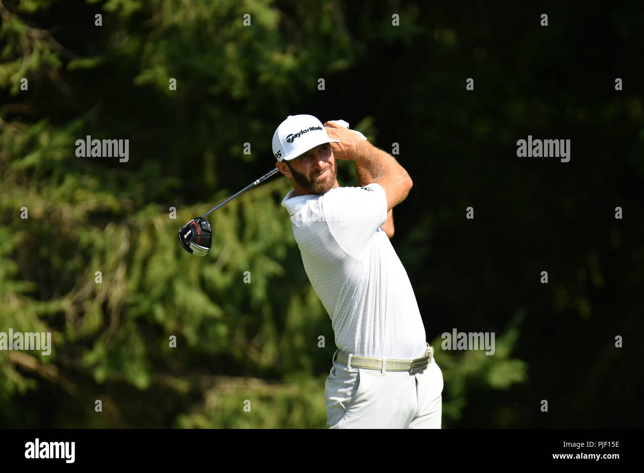 Newtown Square, Pennsylvania, USA. 6th September, 2018. Thursday September 6, 2018: Dustin Johnson watches his tee shot on the 4th hole during the first round of the BMW Championship at Aronimink Golf Course in Newtown Square, Pennsylvania. Gregory Vasil/CSM Credit: Cal Sport Media/Alamy Live News - Stock Image