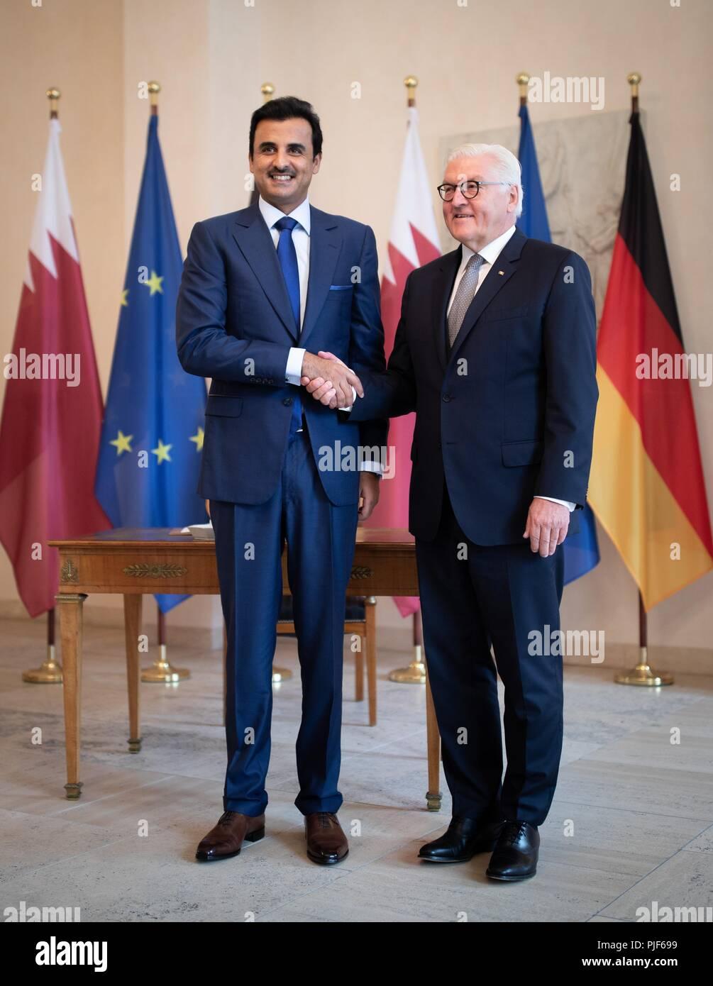 Berlin, Germany. 07th Sep, 2018. 07.09.2018, Berlin: Federal President Frank-Walter Steinmeier (r) receives the Emir of Qatar, Sheikh Tamim bin Hamad Al-Thani, at Bellevue Castle. Credit: Kay Nietfeld/dpa/Alamy Live News - Stock Image