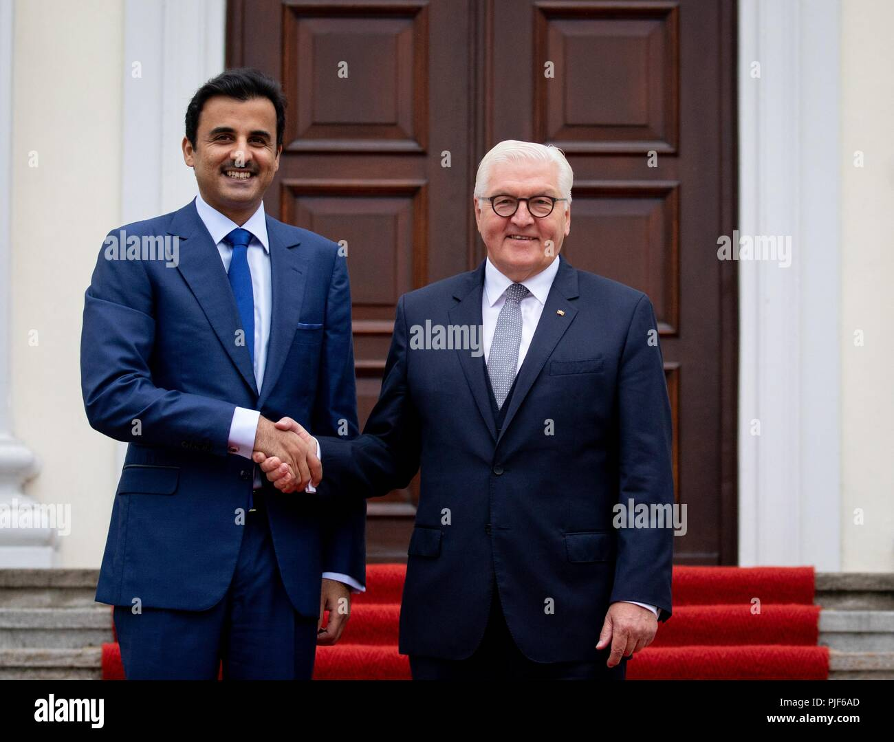 Berlin, Germany. 07th Sep, 2018. 07.09.2018, Berlin: Federal President Frank-Walter Steinmeier (r) receives the Emir of Qatar, Sheikh Tamim bin Hamad Al-Thani in front of Bellevue Castle. Credit: Kay Nietfeld/dpa/Alamy Live News - Stock Image