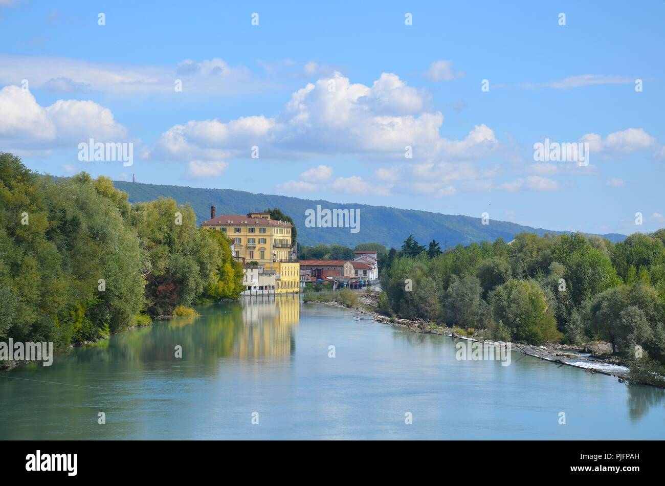 Ivrea (Provinz Piemont) am Fluss Dora Baltea, Italien - Stock Image