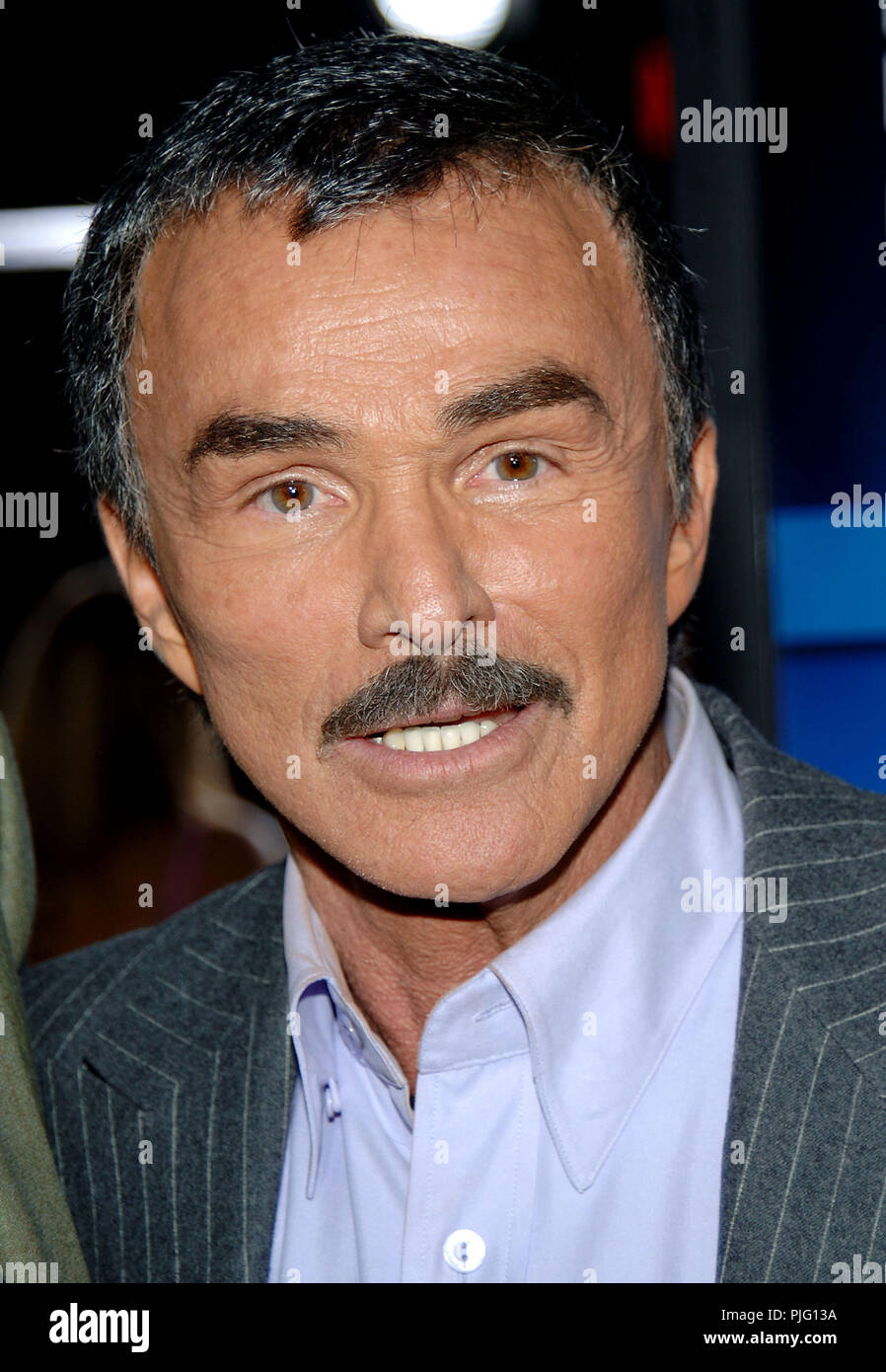 Burt Reynolds arriving at the Longest Yard Premiere at the Chinese Theatre in Los Angeles. May 19, 2005.1a_ReynoldsBurt021  Event in Hollywood Life - California, Red Carpet Event, USA, Film Industry, Celebrities, Photography, Bestof, Arts Culture and Entertainment, Topix Celebrities fashion, Best of, Hollywood Life, Event in Hollywood Life - California,  movie celebrities, Arts Culture and Entertainment, vertical, headshot, - Stock Image