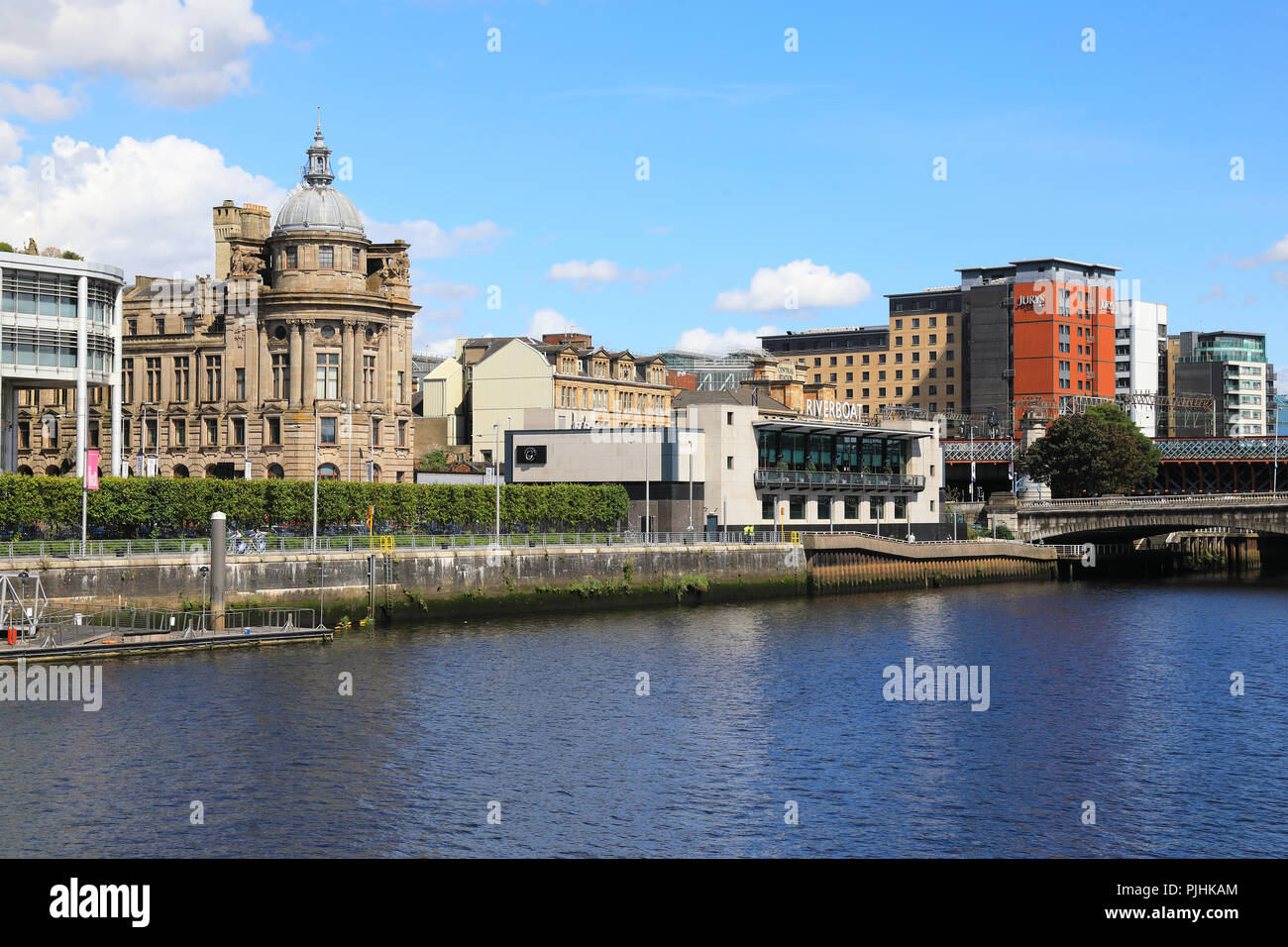 The towpath and north side of the River Clyde in central Glasgow, UK - Stock Image