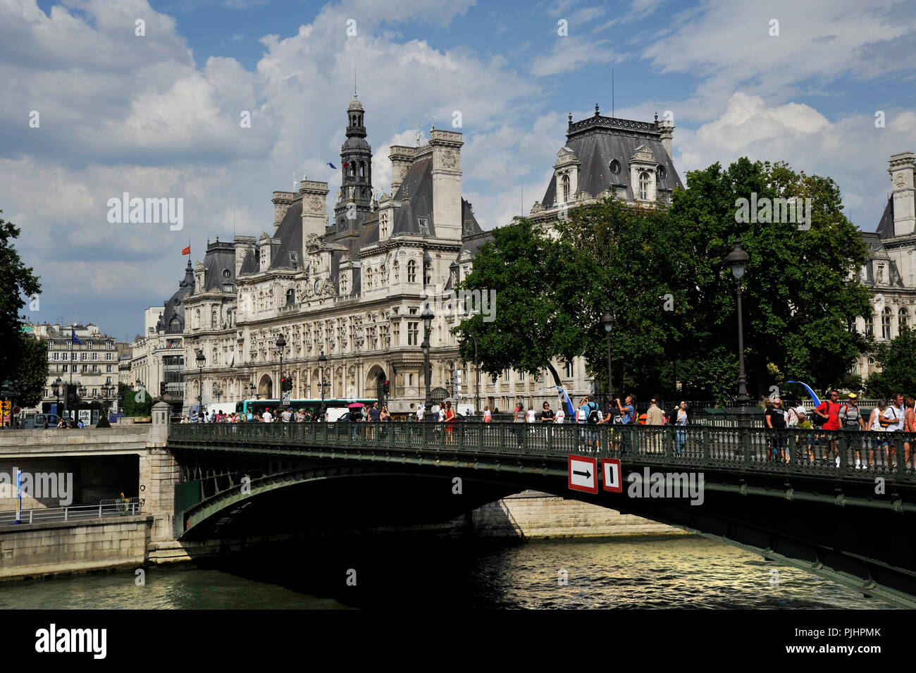 France, Paris City, the Arcole Bridge over the Seine in front of Paris City Hall. - Stock Image