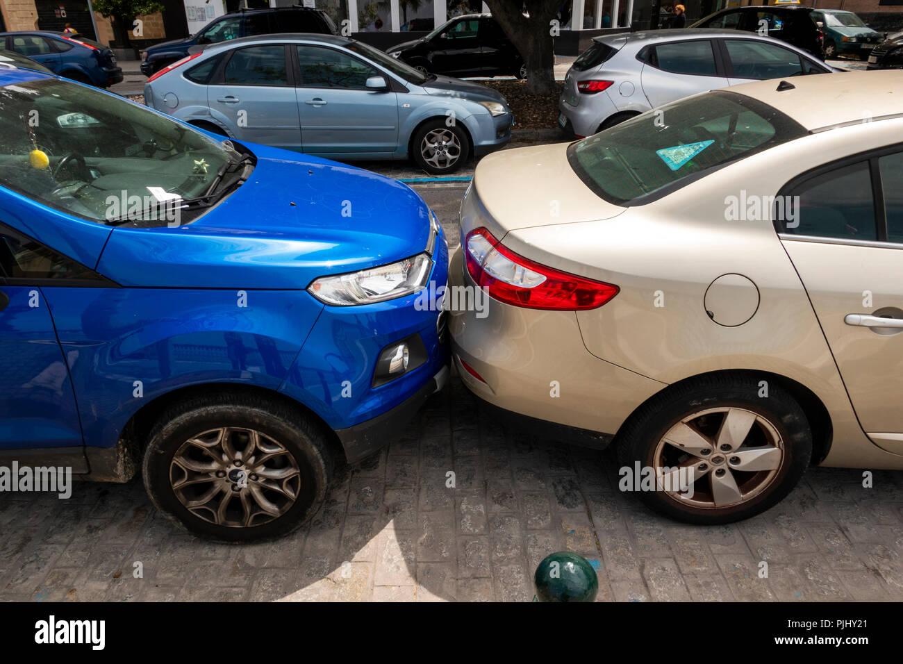 Spain, Cadiz, Alameda Apodaca, Terrible Parking, car parked against bumper of neighbour	 - Stock Image
