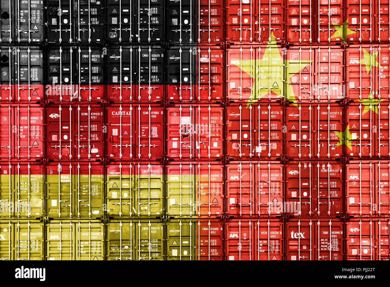 Stacked containers in the national colours of Germany and the People's Republic of China, symbolic photo commercial relations, Gestapelte Container in - Stock Image