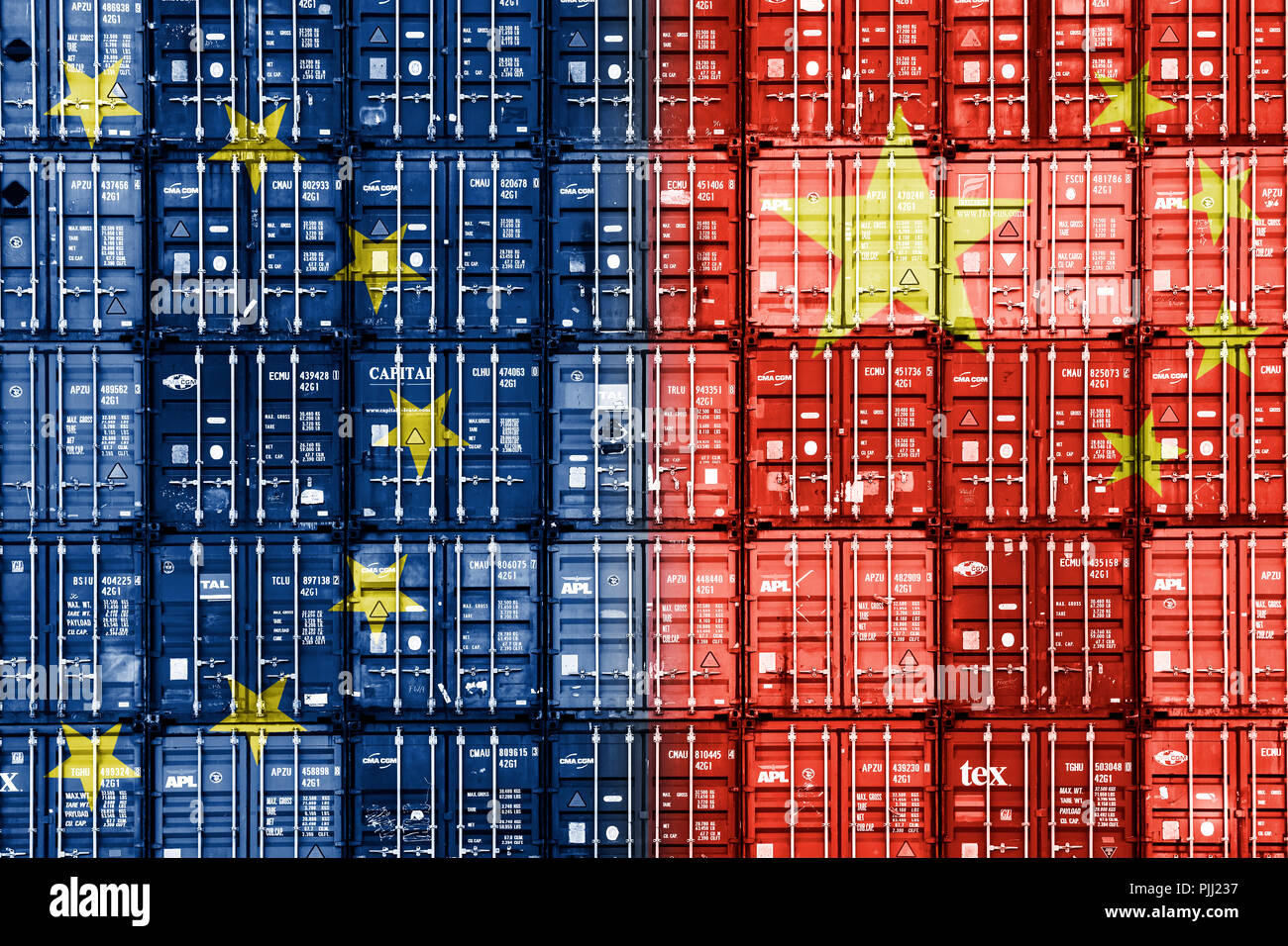 Stacked containers in the national colours of the EU and the People's Republic of China, symbolic photo commercial relations, Gestapelte Container in  - Stock Image