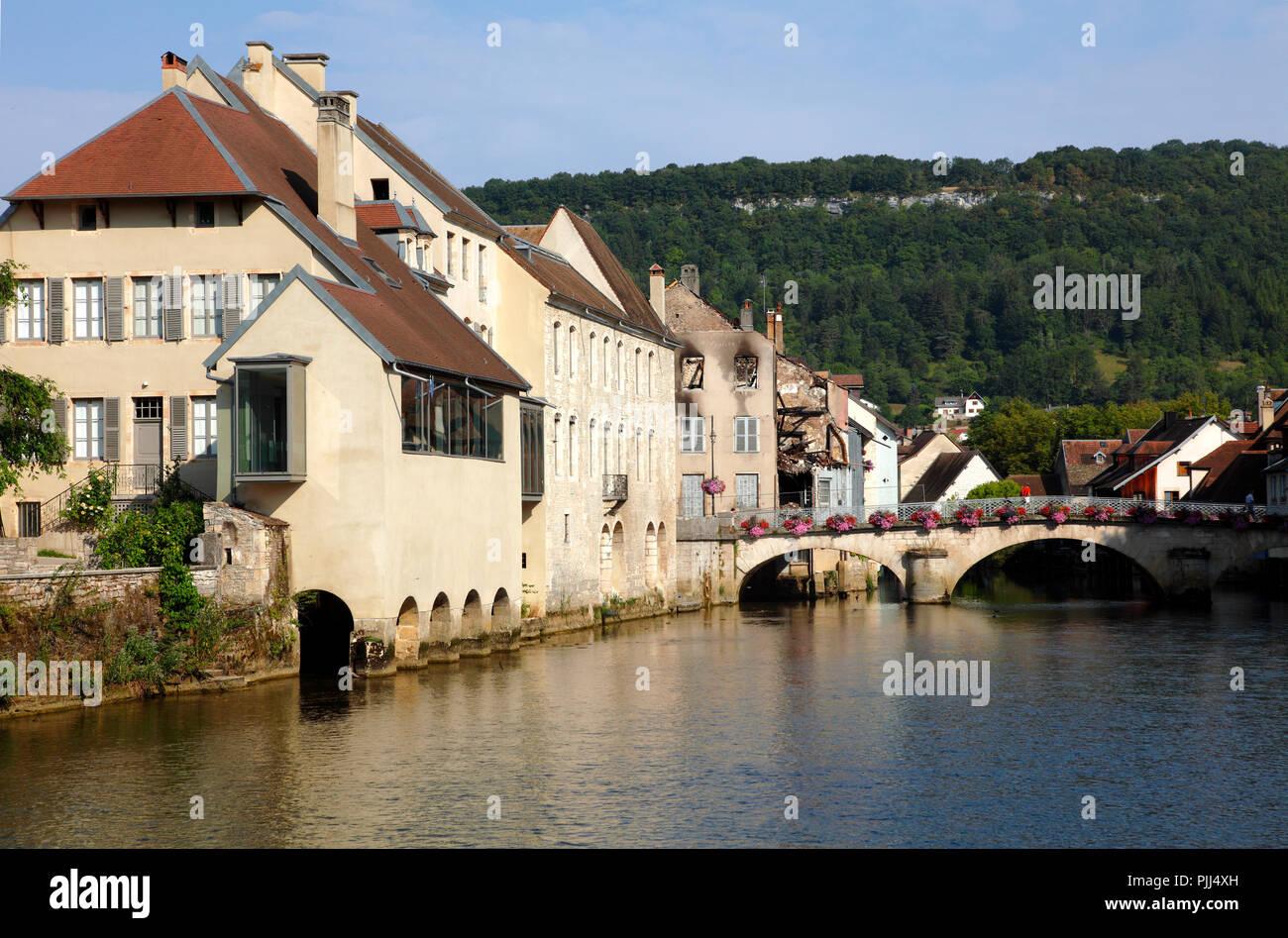 France, Franche Comte, Doubs (25), La Loue valley, Ornans and La Loue river - Stock Image