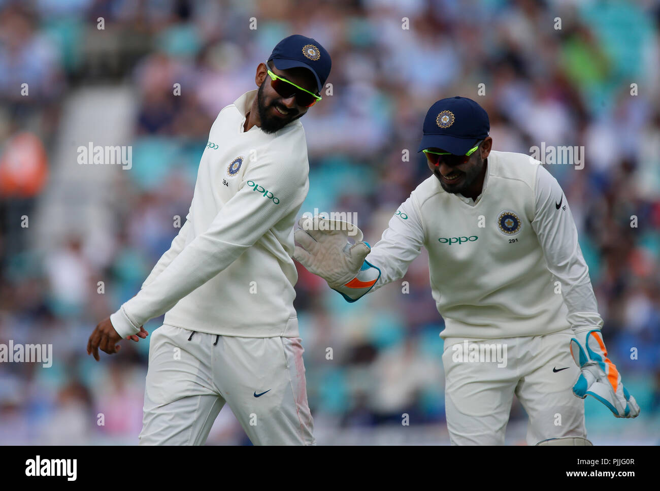 Kia Oval, London, UK. 7th Sep, 2018. Specsavers International Test Match Cricket, 5th test, day 1; KL Rahul shares a joke with India wicketr keeper Rishabh Pant Credit: Action Plus Sports/Alamy Live News - Stock Image