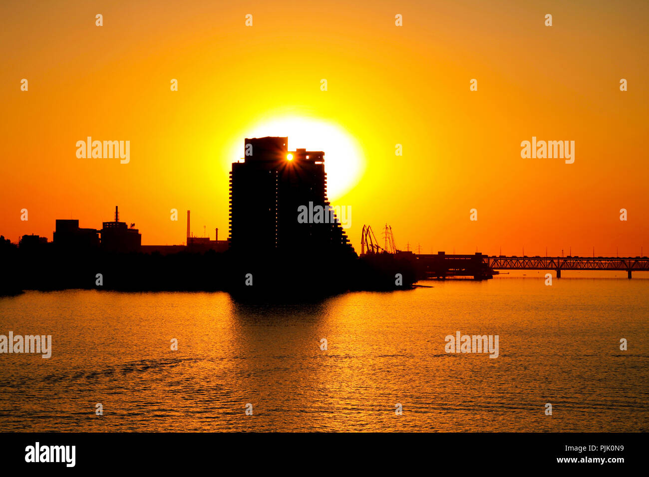Silhouette of a building and a bridge in Dnepr city at sunset (Dnepropetrovsk, Dnipropetrovsk, Dnipro) Ukraine1111 - Stock Image