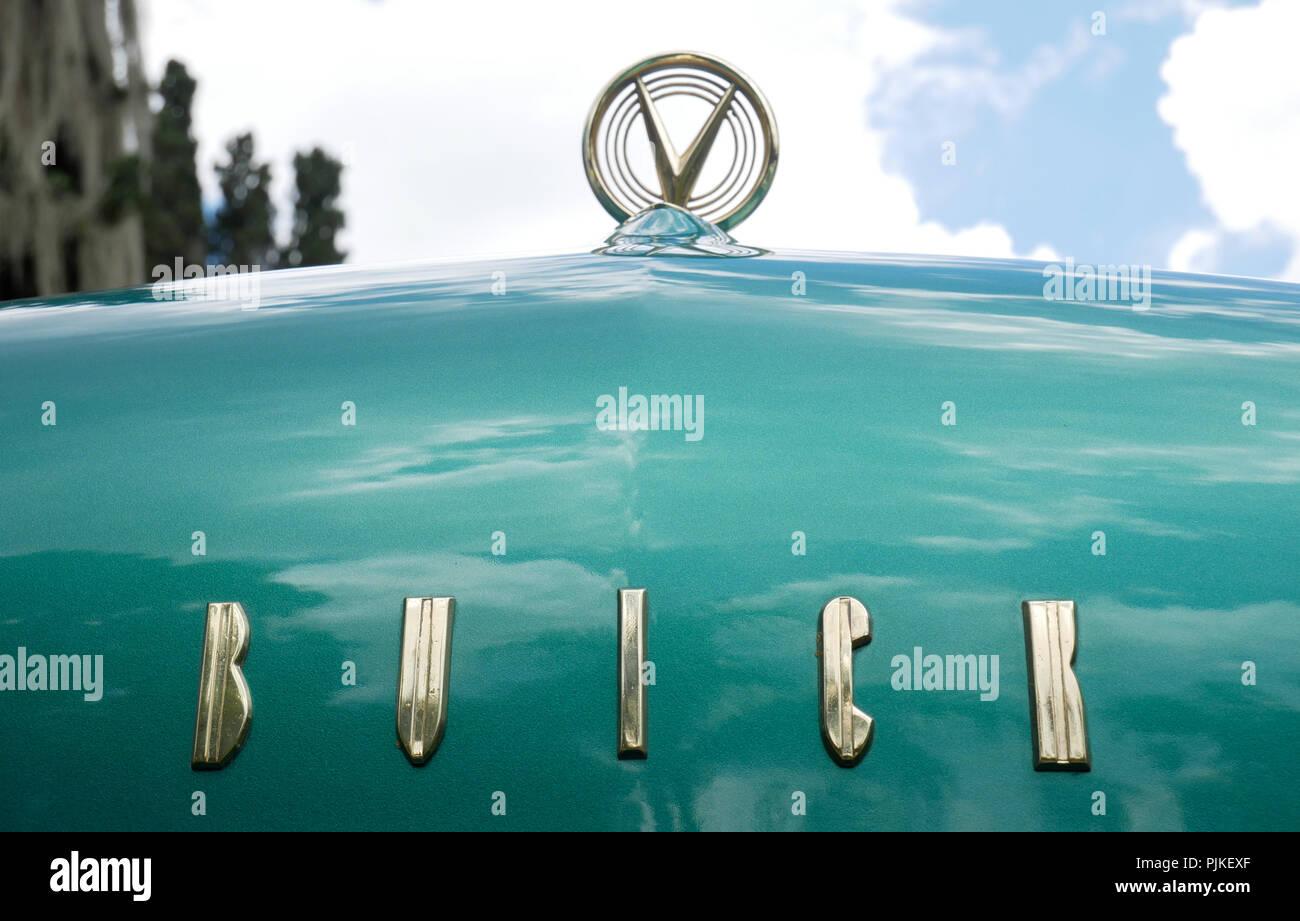 Buick Logo Stock Photos Buick Logo Stock Images Alamy