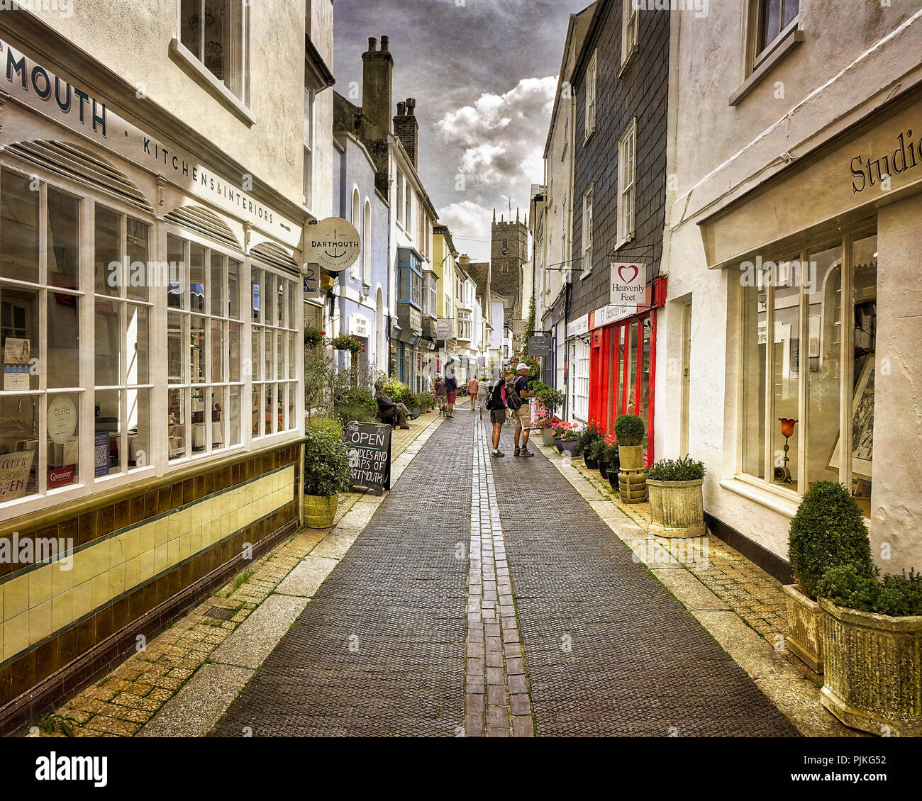 GB - DEVON: Foss Street in the town centre of  Dartmouth - Stock Image
