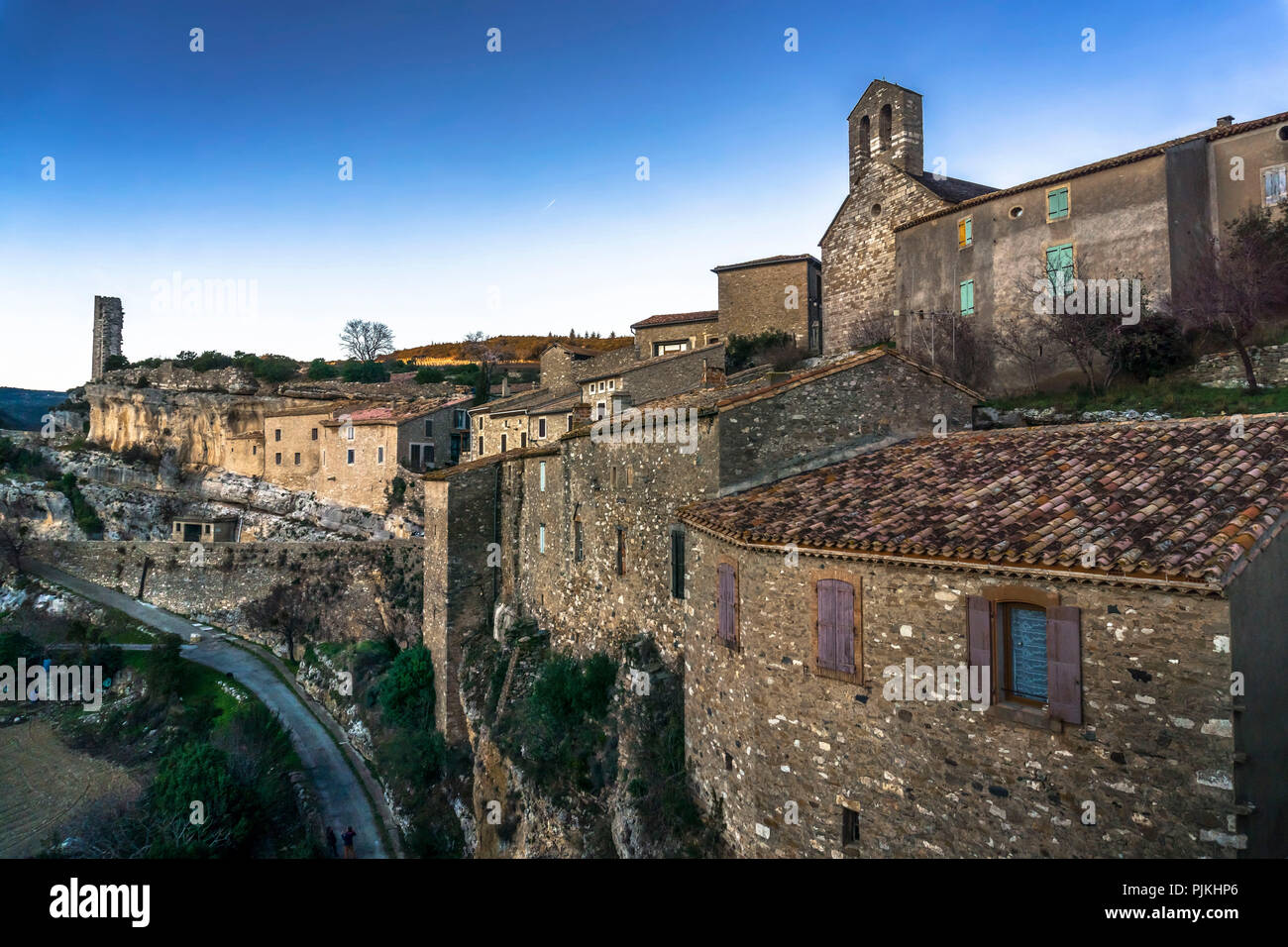 View of the Romanesque church of Saint-Étienne, La Candela, remains of the tower of the old castle and the village, the last refuge of the Cathars - Stock Image