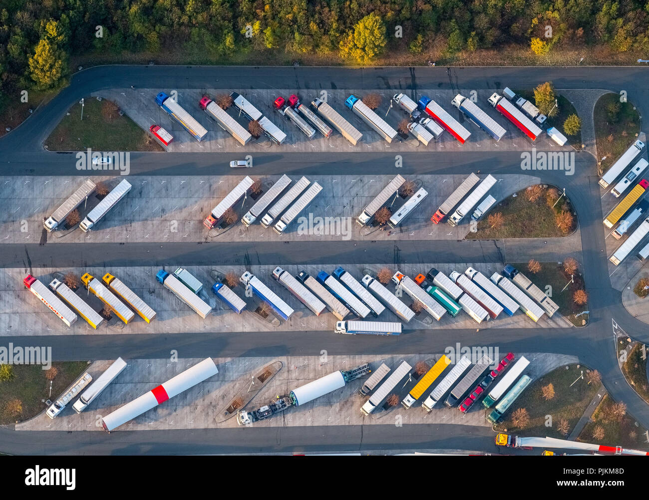 Rest area Hamm-Rhynern, narrow parking lots, trucks, driving times, breaks, Hamm, Ruhr area, North Rhine-Westphalia, Germany - Stock Image