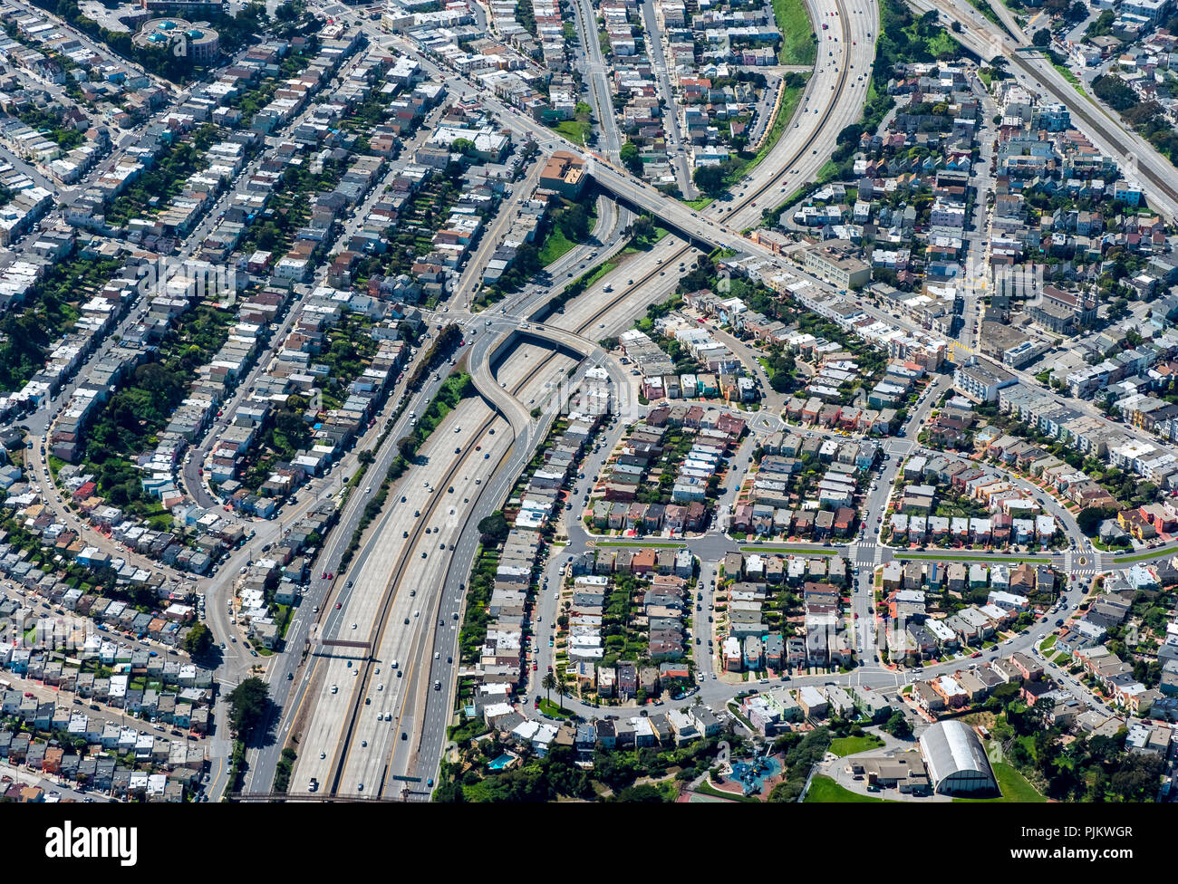 Typical American housing estate at the highway, Noise Pollution, noisy neighborhood, South San Francisco, San Francisco Bay Area, United States of America, California, USA - Stock Image