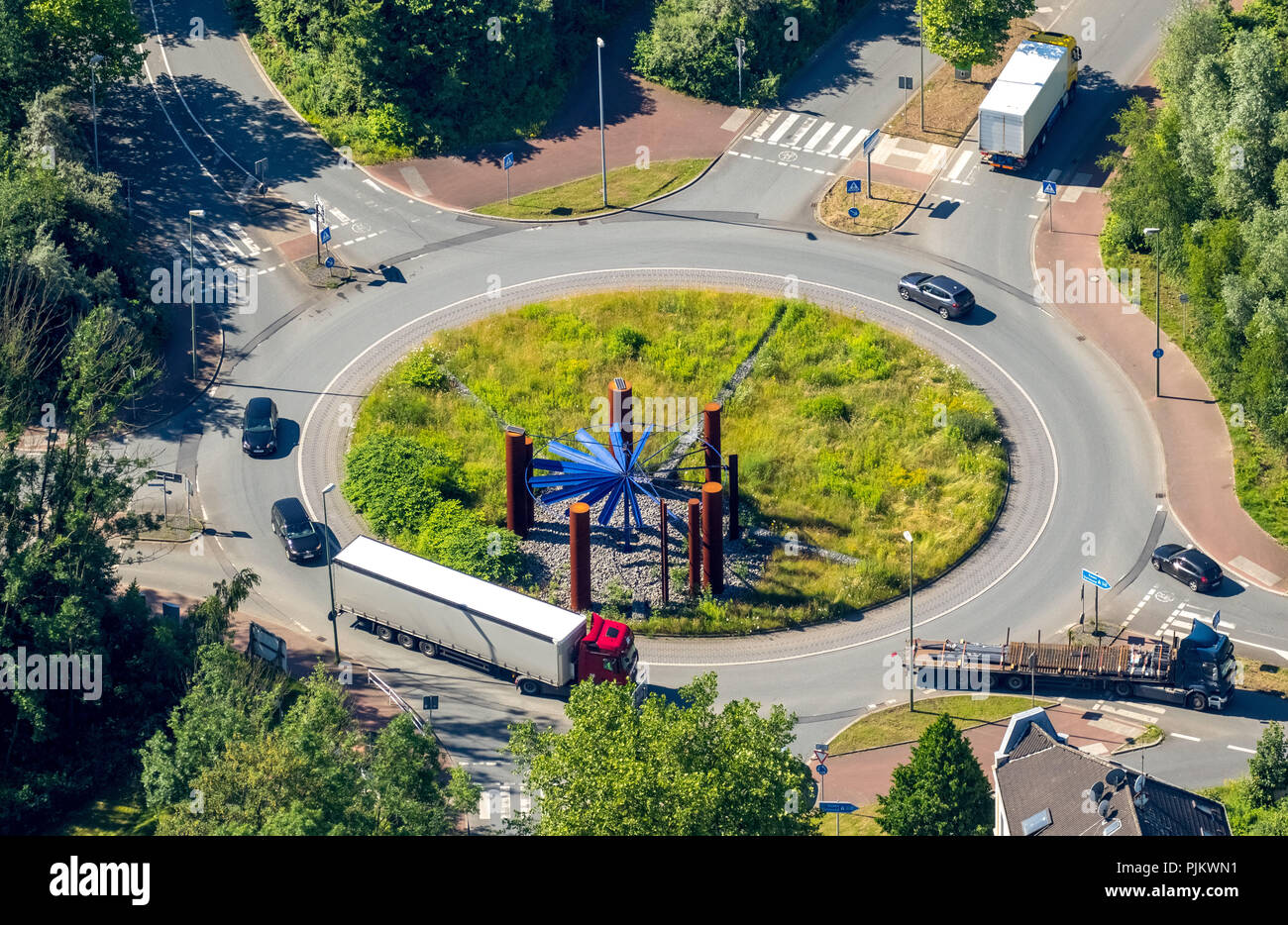 Truck in the roundabout Kohlenstraße Heussnerstraße Upper steel industry with Stahlhalla sculpture, architect Volker Eisenhut, Bochum, Ruhr area, North Rhine-Westphalia, Germany - Stock Image