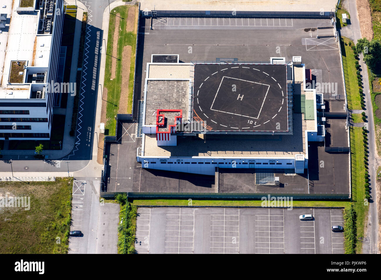 Land Office of Criminal Investigation North Rhine-Westphalia with helicopter landing pad, Dusseldorf, Rhineland, North Rhine-Westphalia, Germany - Stock Image