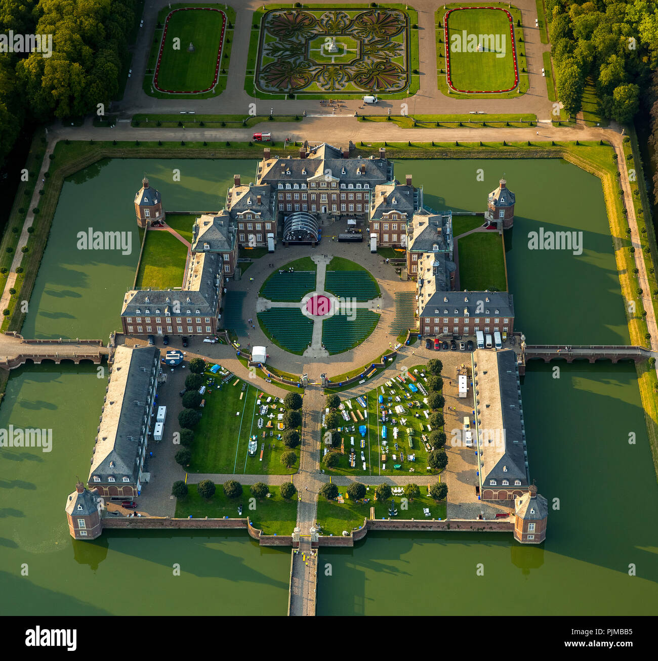 Classical open-air spectacle, Night of the Ten Thousand Candles at the castle in Nordkirchen, Baroque palace, Baroque garden, moated castle, Versailles of Münsterland, Gräften, Nordkirchen, Münsterland, North Rhine-Westphalia, Germany - Stock Image
