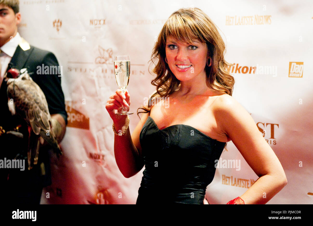 Angela Featherstone Nude Photos