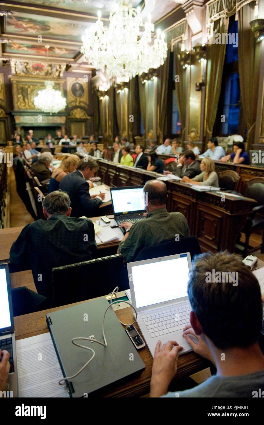 The City Council of Antwerp deciding about the Lange Wapper referendum (Belgium, 03/09/2009) - Stock Image
