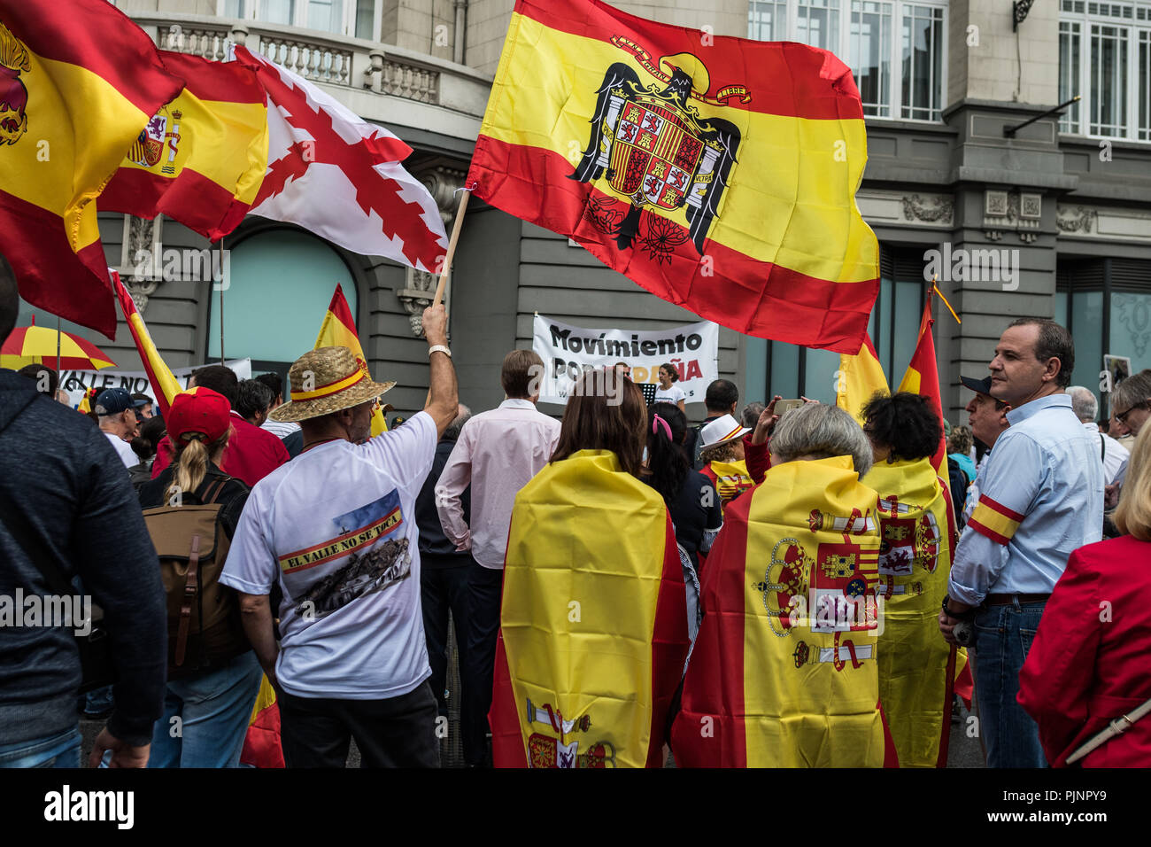 Madrid, Spain. 8th September, 2018. People protesting with flags of Franco's times against the removal of dictator Franco's remains from the Valley of the Fallen, in Madrid, Spain. Credit: Marcos del Mazo/Alamy Live News Stock Photo