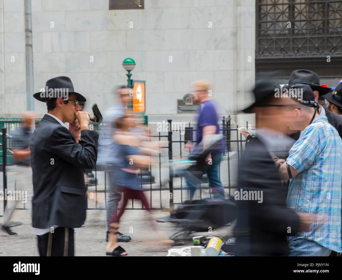New York, United States of America. 07th, Sep 2018.   A group of Jewish Orthodox works chippers, of the  Lubavitcher sect of the Hasidim, the ultra-orthodox in Wall Street area, reach out to non observant and alienated Jews. in New York, United States of America, 07 September 2018. (PHOTO) Alejandro Sala/Alamy News Stock Photo