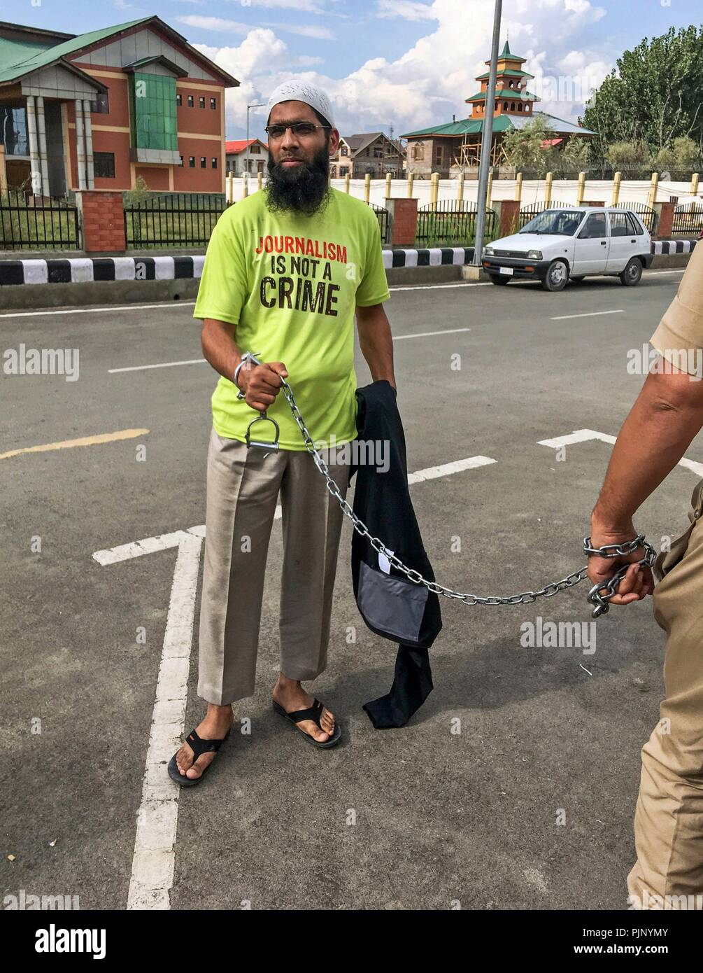 Srinagar, J&K, India. 8th Sept, 2018. - Aasif Sultan seen on handcuffs on his way to judicial custody.Aasif Sultan, a local journalist and Assistant Editor of Kashmir Narrator magazine was arrested by the government forces and now being sent to Central Jail in judicial custody until Sept 22. He was arrested after a six-day detention at a police station in Batmaloo area of Srinagar.Several journalists' bodies including Reporters without Borders and International Federation of Journalists have called for his immediate release. Credit: Saqib Majeed/SOPA Images/ZUMA Wire/Alamy Live News - Stock Image