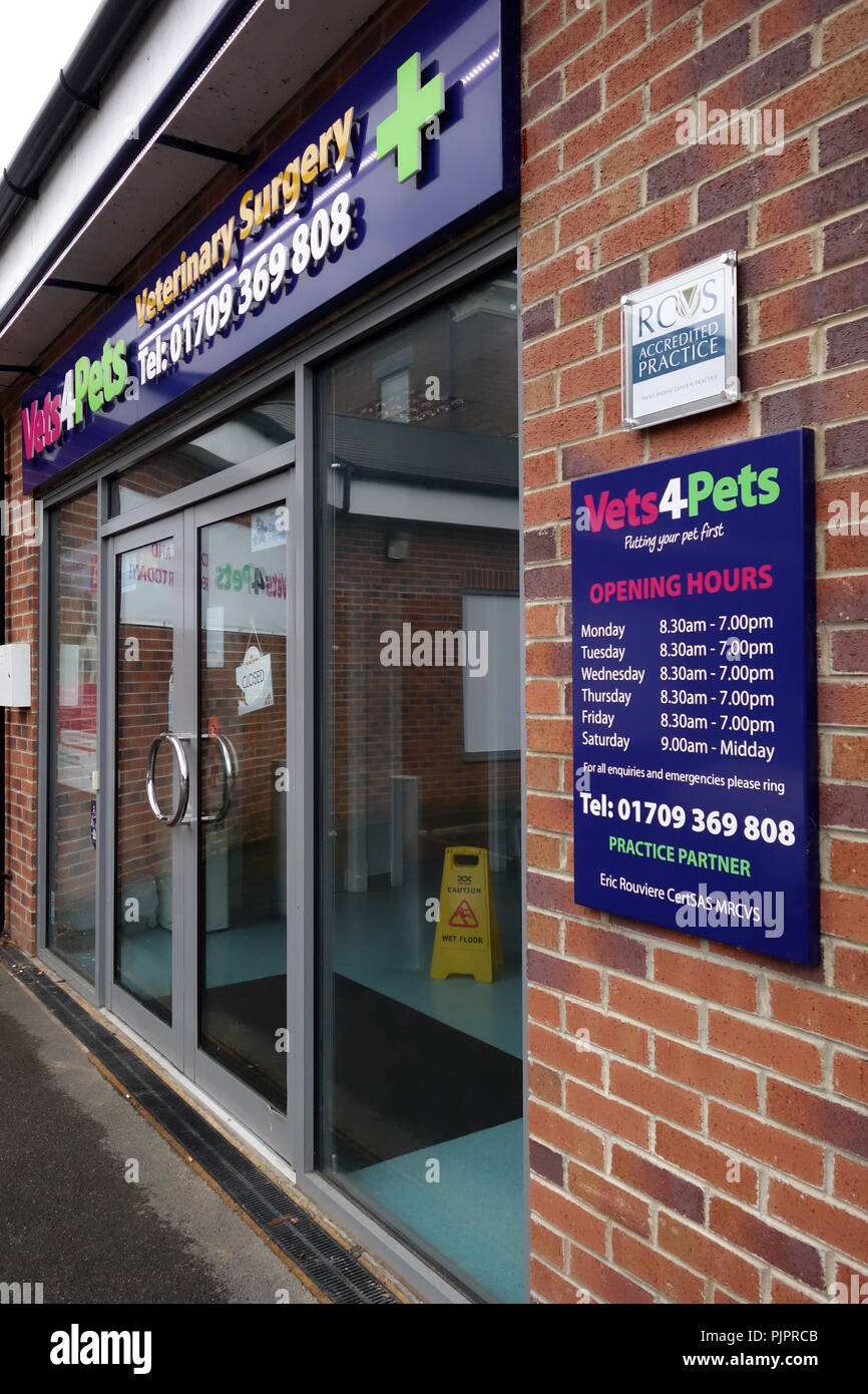 Vets4Pets veterinary surgery and shop front in Rotherham - Stock Image