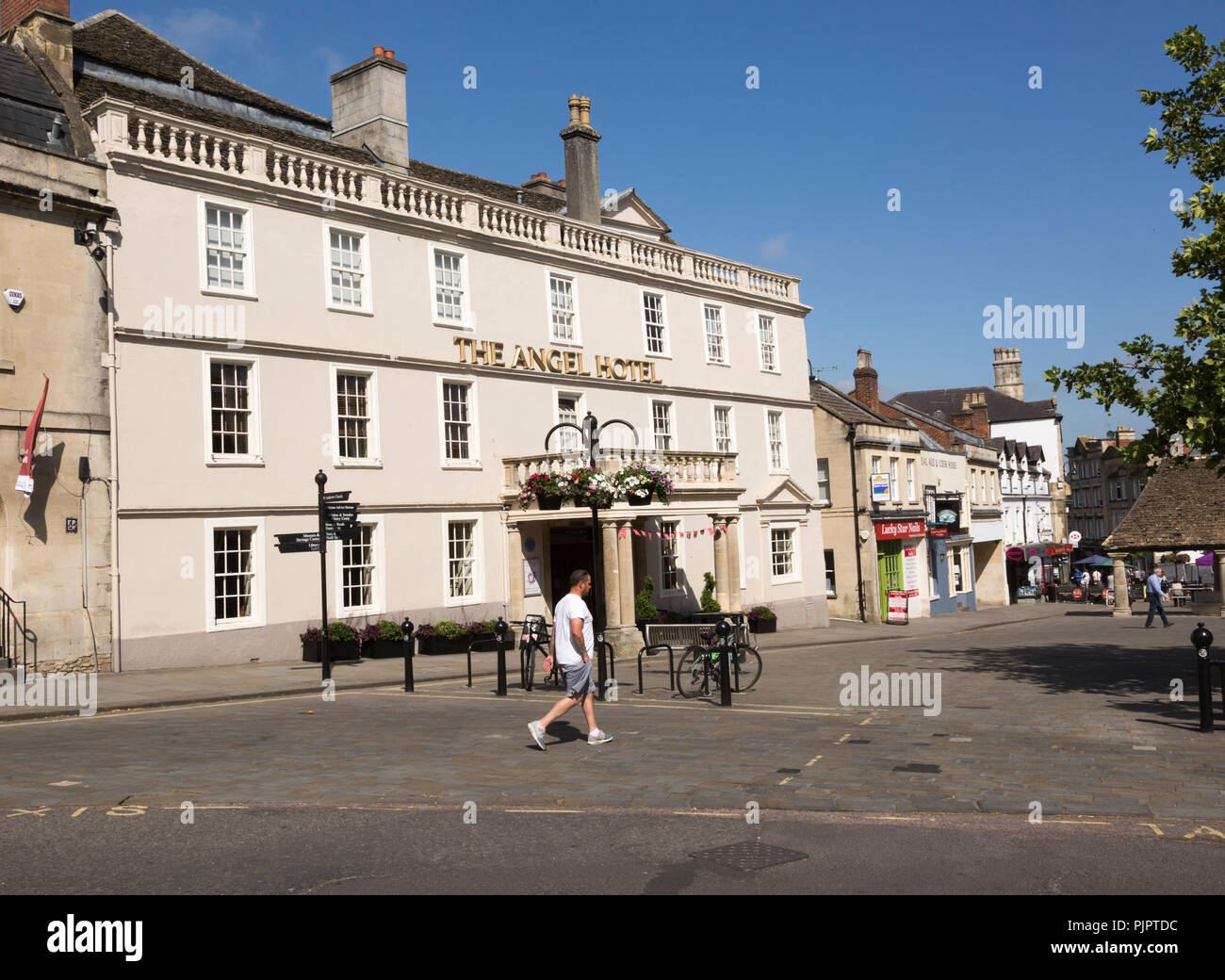 Early eighteenth century architecture, Angel Hotel in the town centre market place of Chippenham, Wiltshire, England, UK Stock Photo
