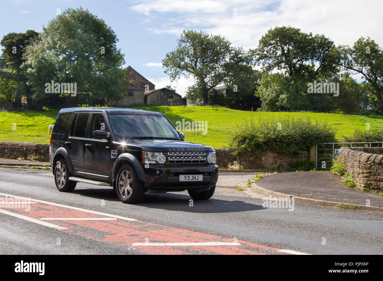 Black Land Rover Discovery Sdv6 Auto 245 Classic, vintage, veteran, cars of yesteryear, restored collectibles at Hoghton Tower Class Cars Rally, UK - Stock Image