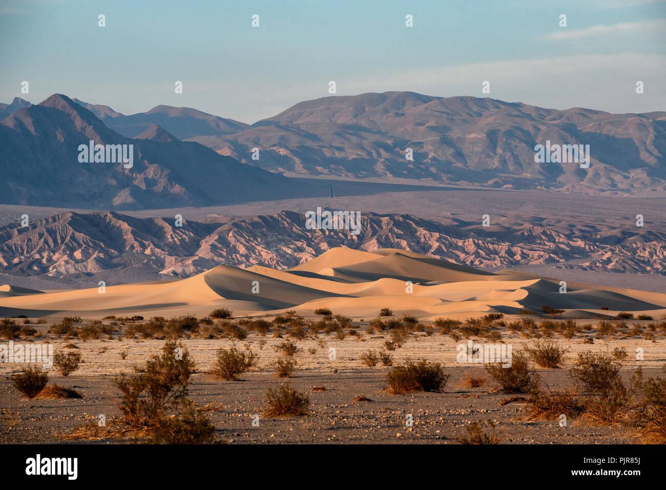 Mesquite Flat Sand Dunes, Amargosa Range in distance, sunset, Death Valley National Park, California, USA - Stock Image