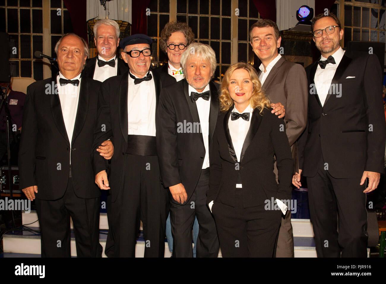 (v.l.) Wilfried Schmickler, Helmut Zanoskar (Regisseur), Uwe Lyko als Herbert Knebel, Klaus Michael Heinz (Redakteur), Jürgen Becker, Susanne Petzold, - Stock Image