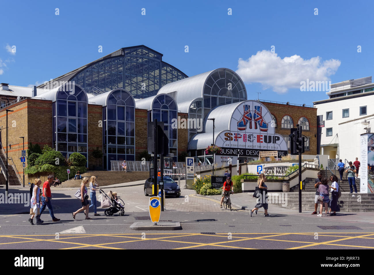 The Angel Islington High Resolution Stock Photography And Images Alamy