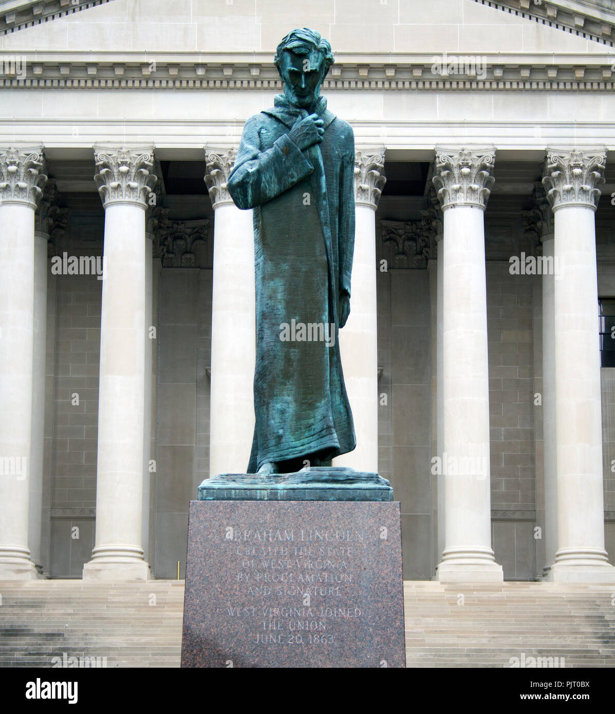Abraham Lincoln Walking at Midnight statue in Charleston West Virginia - Stock Image