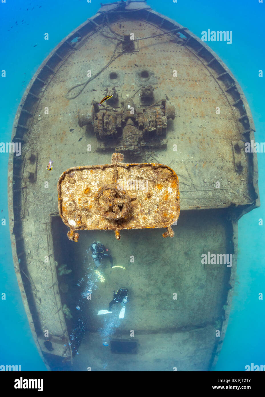 Overhead of divers exploring the Fang Ming Wreck, La Paz, Sea of Cortez - Stock Image