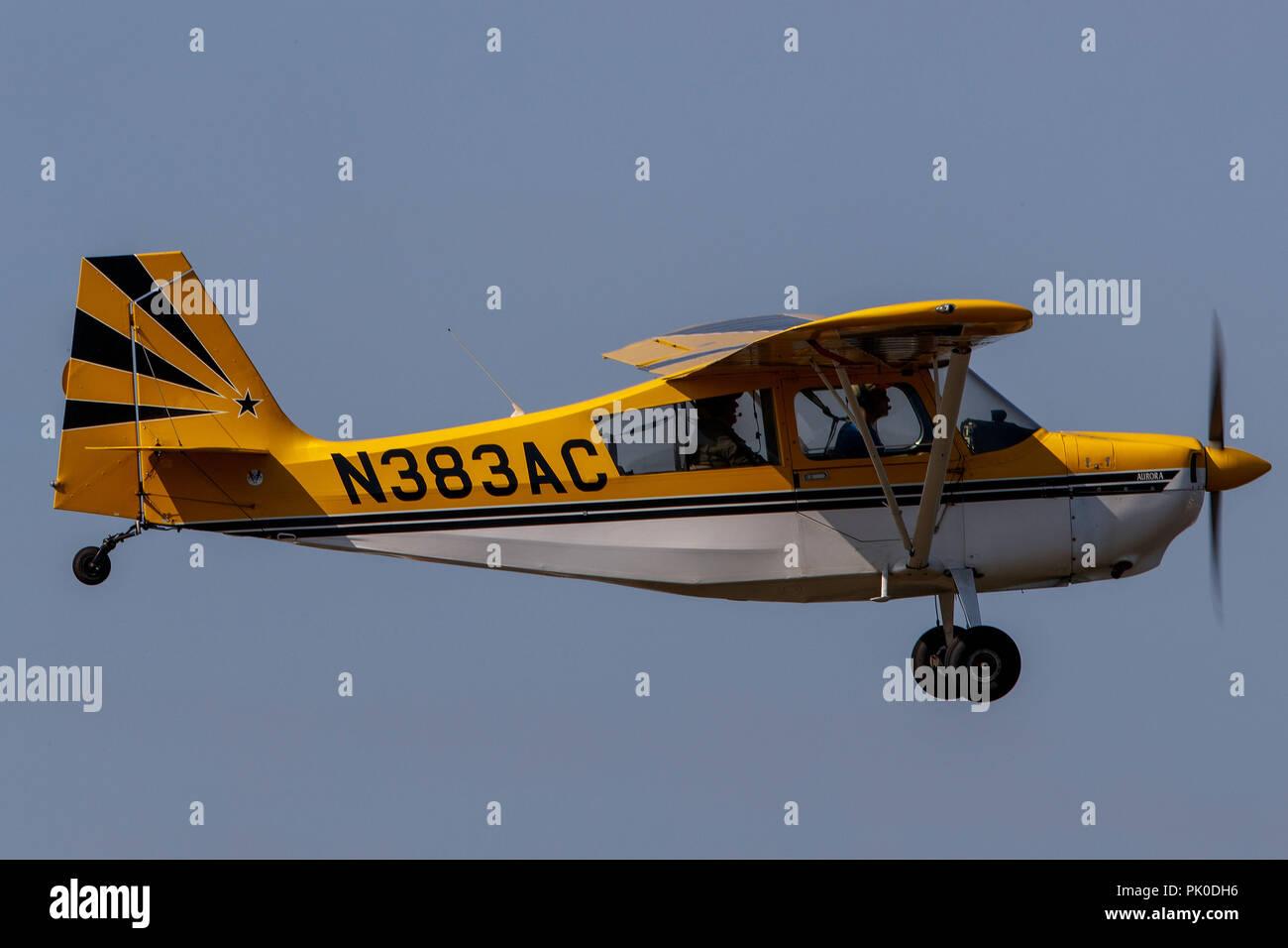 American Champion Aircraft Citabria 7ECA (N383AC) on approach to Palo Alto Airport (KPAO), Palo Alto, California, United States of America - Stock Image