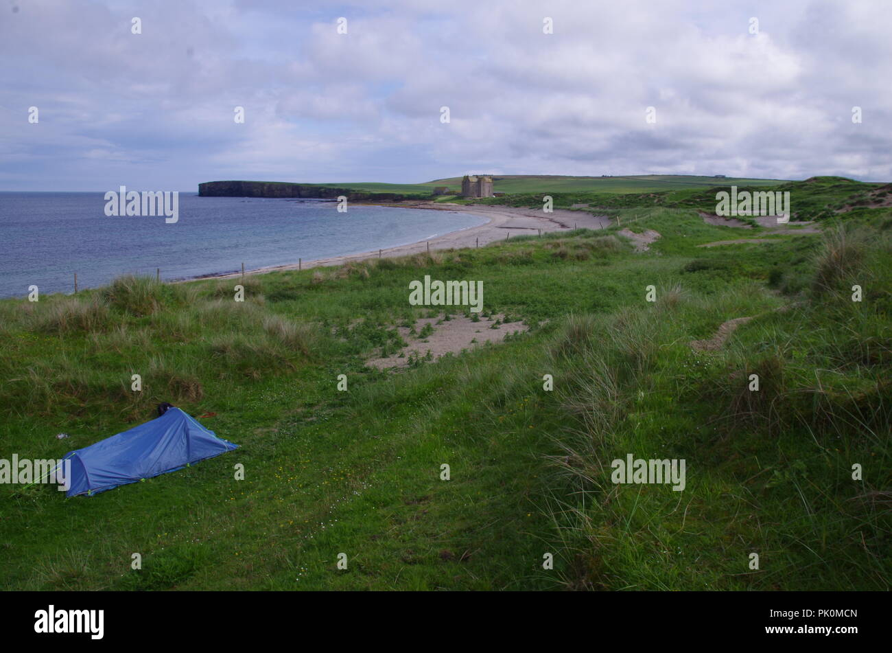Wild camping at Freswick Bay. Freswick. John o' groats (Duncansby head) to lands end. Cornwall. End to end trail. Caithness. Highlands. Scotland. UK - Stock Image
