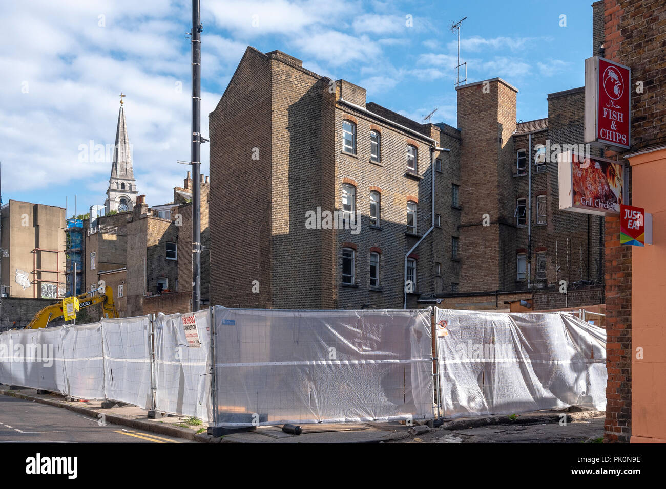 Toynbee Street, near Petticoat Lane (Wentworth Street) London, demolition of old buildings to make way for a new housing development in the East End. - Stock Image