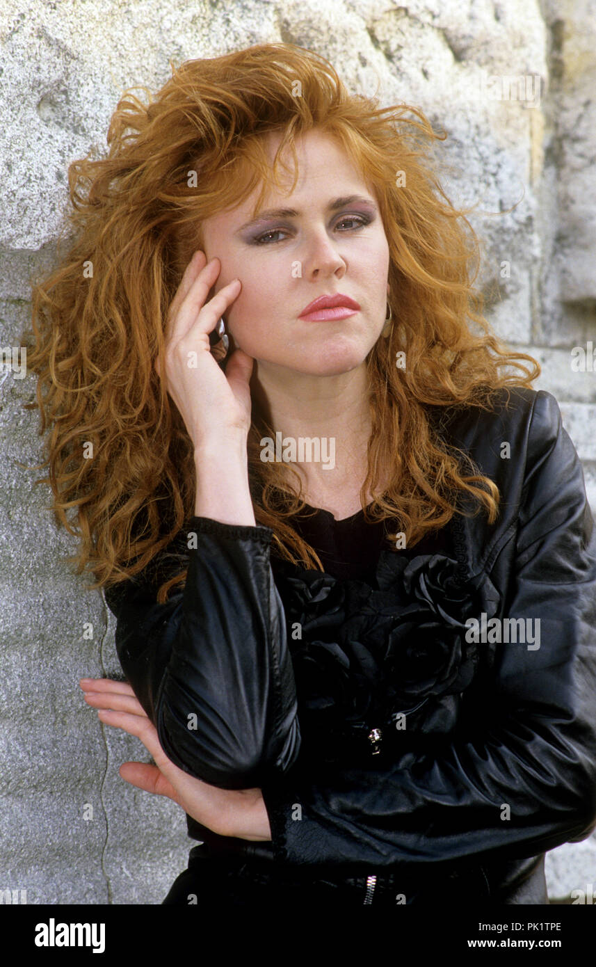 Images Carol Decker nude (49 foto and video), Tits, Paparazzi, Feet, braless 2006