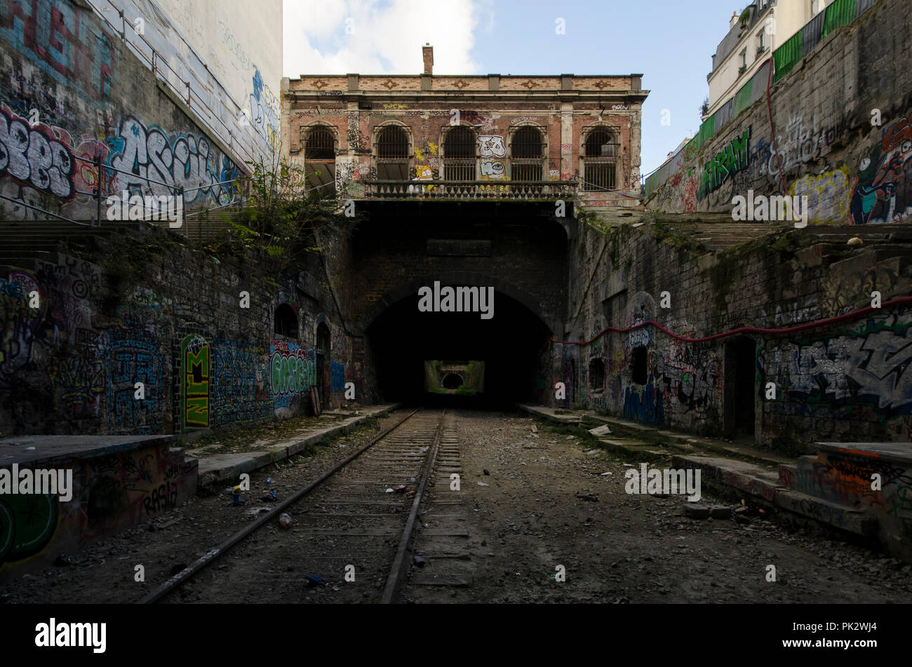 Dark tunel stock photos dark tunel stock images alamy - Arrondissement porte d orleans ...