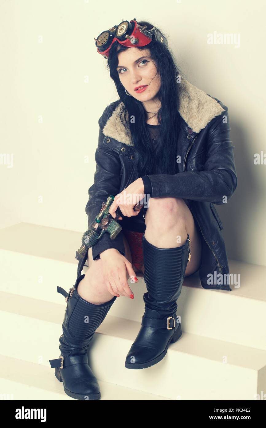 Sci fi dieselpunk or steampunk girl with ray gun - Stock Image