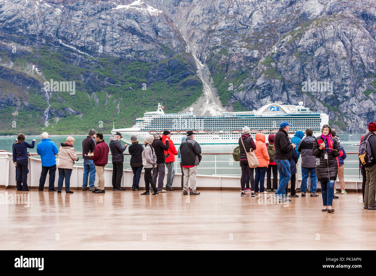Passengers on the Holland America Line Cruises 'Nieuw Amsterdam' watching the passing by of Princess Cruises 'Ruby Princess' in the Tarr Inlet of Glac - Stock Image