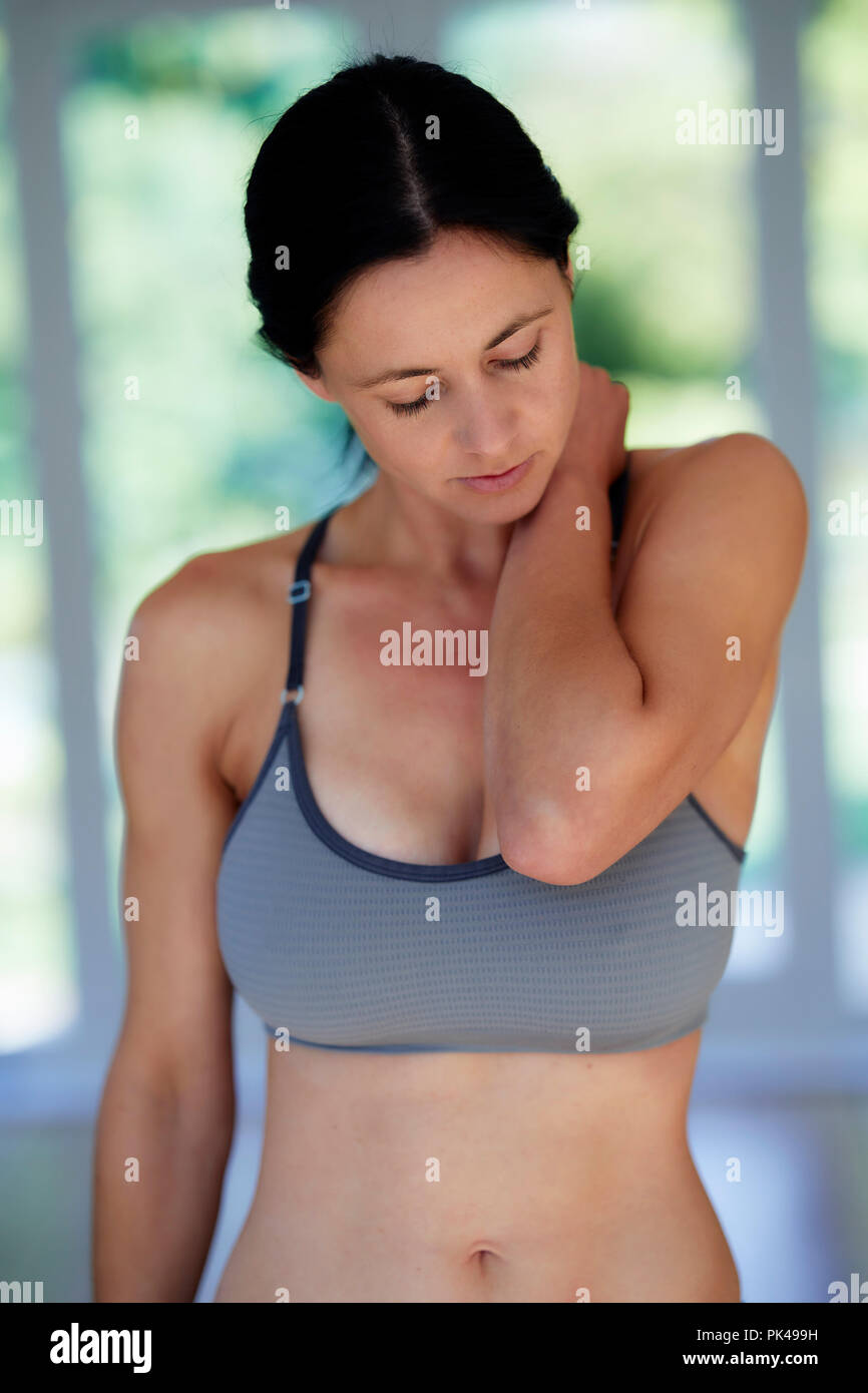 Woman with sore neck - Stock Image