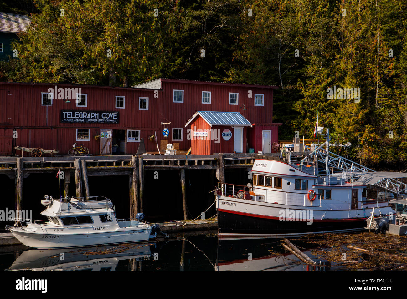 Rundgang durch das idyllische Telegraph Cove Stock Photo