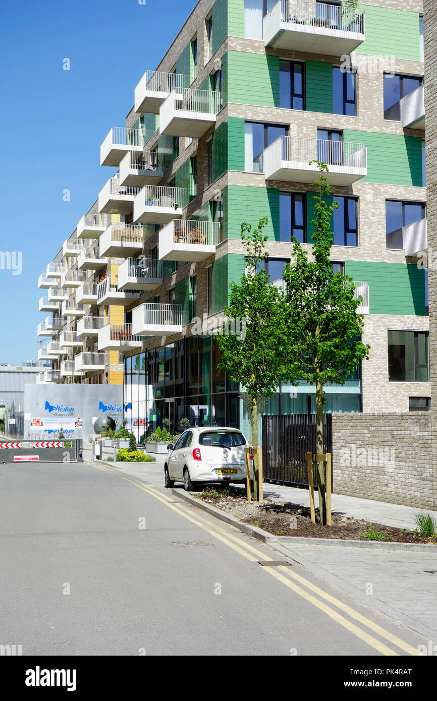 Greenwich, London. Luxury New Build riverside apartment buildings under construction. - Stock Image