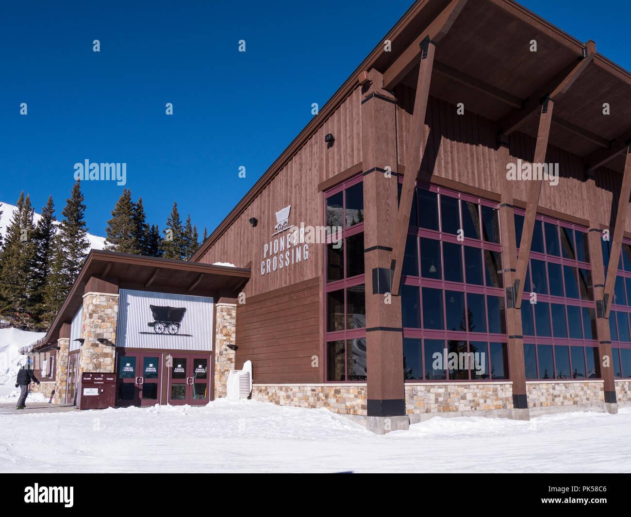 Pioneer Crossing day lodge and restaurant atop Peak 7, Breckenridge Ski Resort, Breckenridge, Colorado. - Stock Image