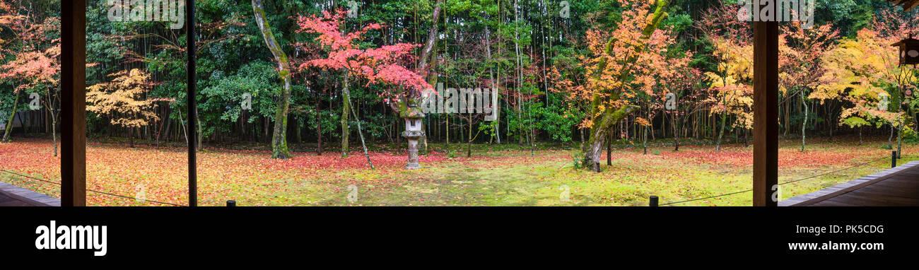 Daitoku-ji, Kyoto, Japan. The gardens of Koto-in zen temple, seen in autumn - Stock Image