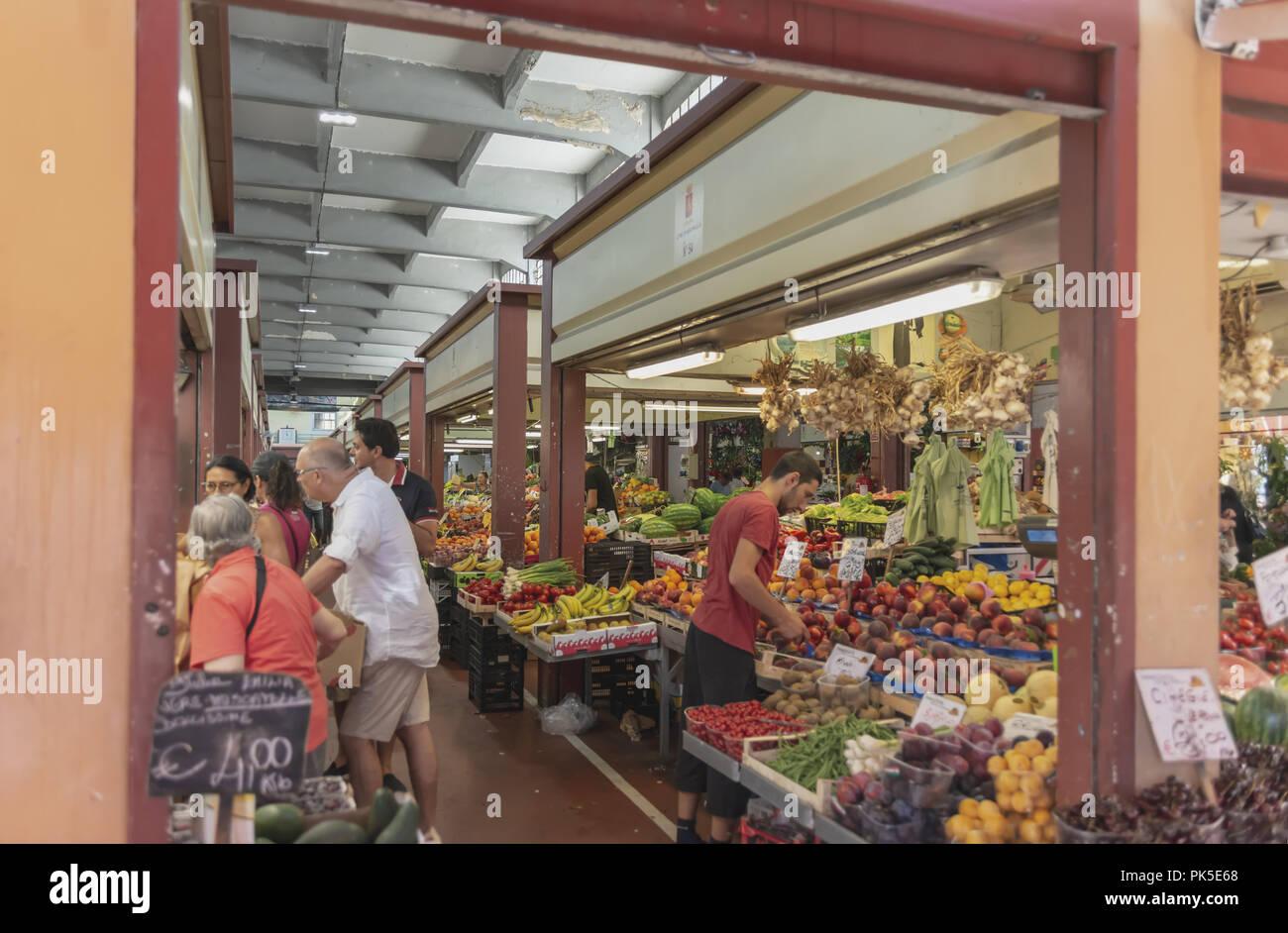 Mercato della frutta della verdura e del pesce Ventimiglia 4 - Stock Image